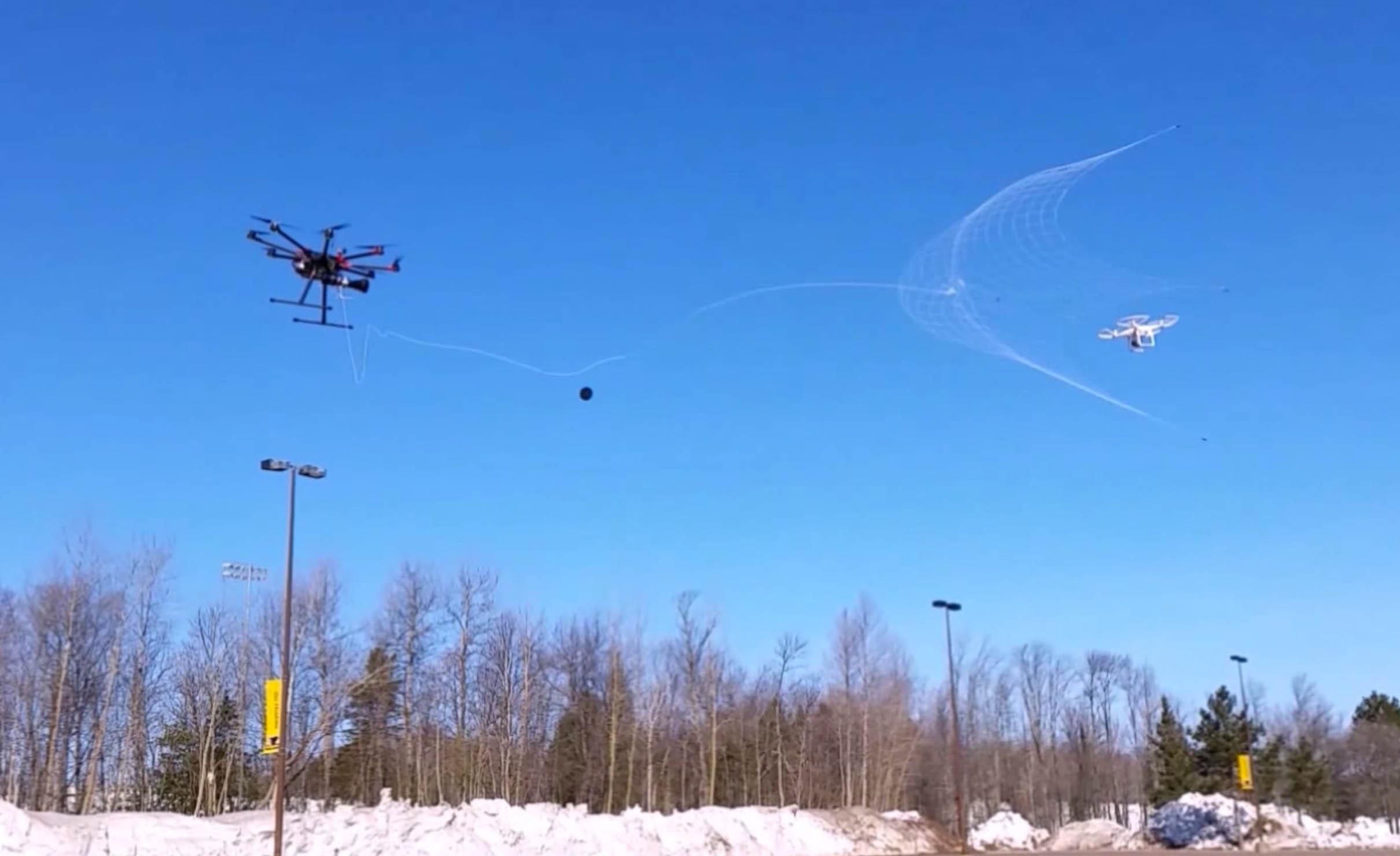 Drone Catcher: Der Spiderman der Lüfte - drohne