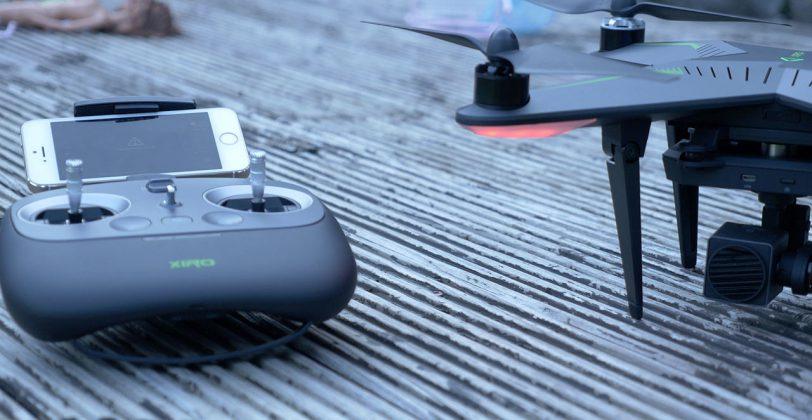 Fernsteuerung und Xplorer Drone im Betrieb