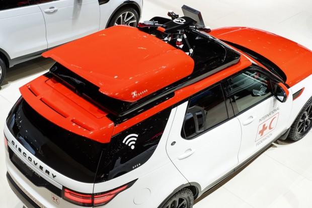 Land Rover mit integrierter Drohne für Rettungsdienste -