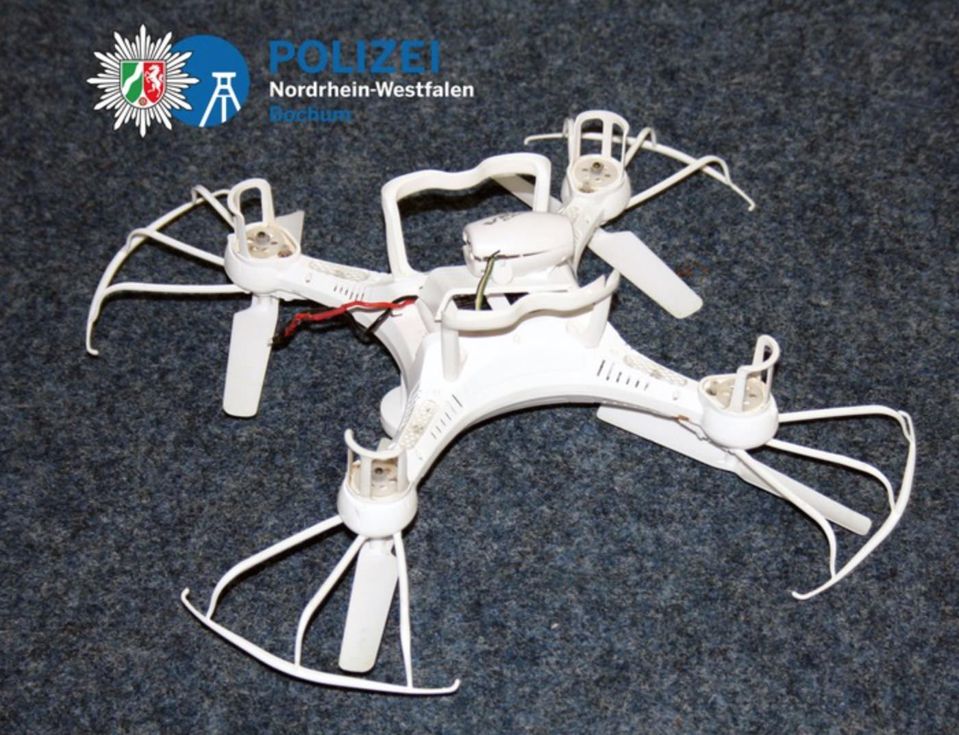 Unfall - Quadrocopter knallt in fahrendes Auto -
