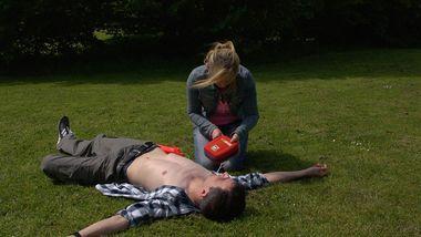 Deficopter bringen Defibrilatoren zur Unfallstelle und helfen